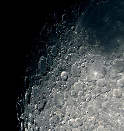 """Dos fotos tomadas con el telescopio de 16"""" de la universidad de La Punta, con reductor focal en f/5 y unidas con hugin"""
