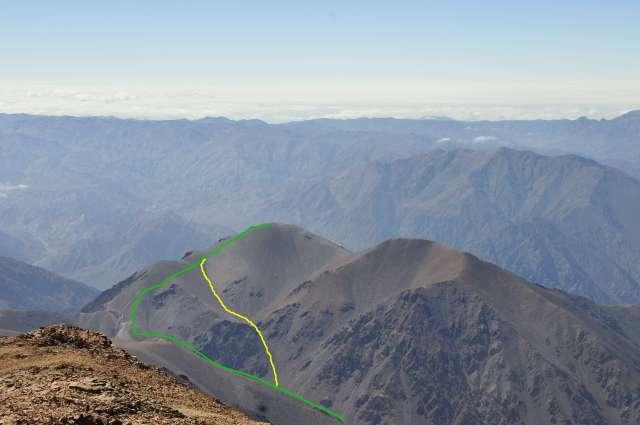 En verde, el tramo hecho en el segundo día. Se aprecia en la parte final como se sube al filo y se ataca la cumbre. En amarillo, el descenso por un atajo (click para agrandar)