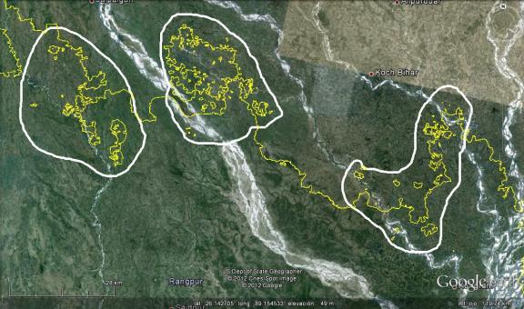 En rosado, 3 metaenclaves bangladesíes y en celeste 21 metaenclaves indios (Click para agrandar)