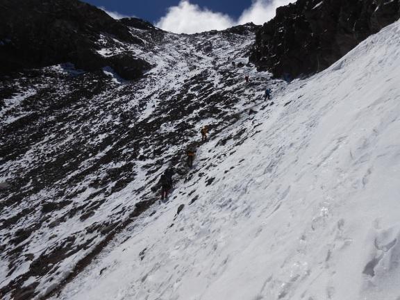La Canaleta y a la izquierda arriba la cima del cerro (Click para agrandar)