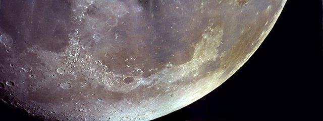 Otra vista de Platón, con la neximage 5, el maksutov de 127mm y los colores de la luna exagerados; si, tiene colores.