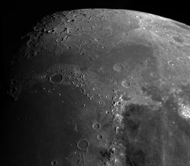 Una vista de la zona del cráter Platón, con el Mons Piton a la vista