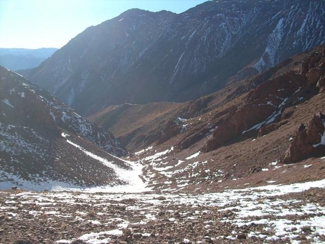 El comienzo del filo cumbrero. Vista hacia la quebrada (Click para agrandar)