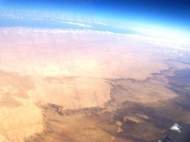 Espectacular vista aérea del Mediterráneo y el comienzo de la depresión de Qattara (Click para agrandar)