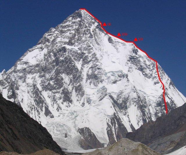 La típica foto del K2 con la ruta italiana del 54
