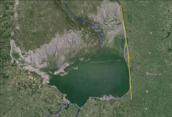 Se marcó en amarillo el borde este de la laguna. Esa es la zona del alto (Click para agrandar)