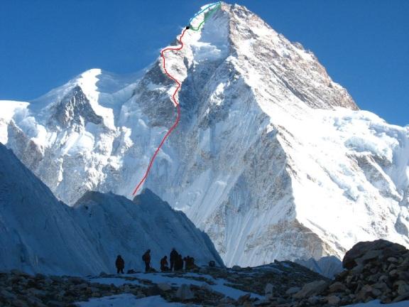 En rojo, la ruta hecha por los kasajos. En verde y azul, las dos posibilidades que tenían para seguir a la cima (Click para agrandar)