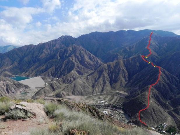 En rojo la ruta que segimos hasta la cima del Baños 2 y en amarillo, las zonas de tránsito complejo (Click para agrandar)
