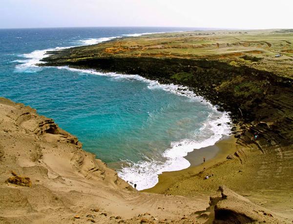Papakolea-Beach-Green-Sand-Beach-Hawaii-02
