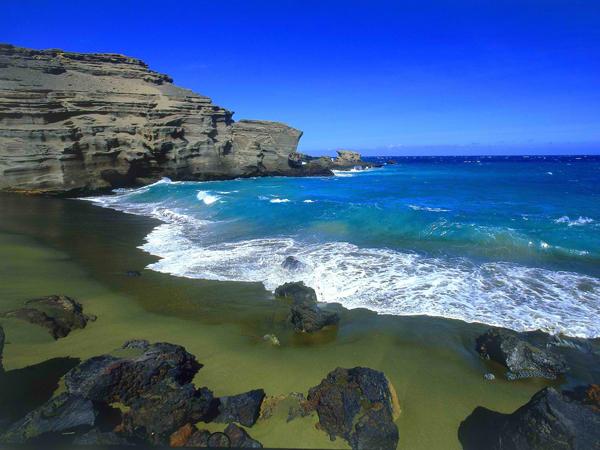 Papakolea-Beach-Green-Sand-Beach-Hawaii-03