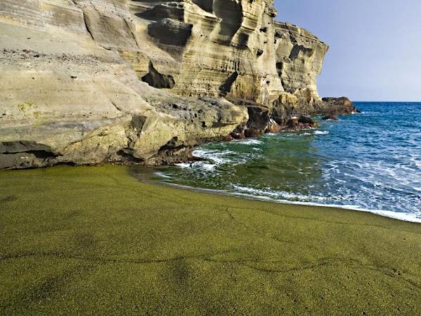 Papakolea-Beach-Green-Sand-Beach-Hawaii
